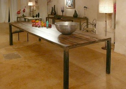 Table salle à manger pied acier rouille plateau bois brule coule