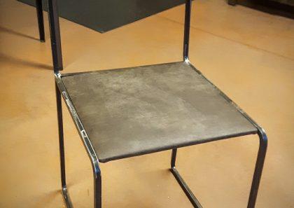 chaise-fer-plein-carre