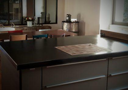 plan-de-cuisine-acier-cire-verriere